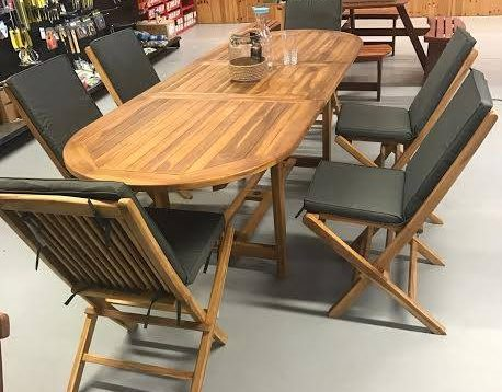 7 piece oval table and chairs with cushions